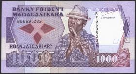 Madagaskar P.72b 1000 Francs = 200 Ariary (1988-93) (1)
