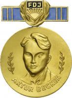 B.2357a Artur-Becker-Medaille der FDJ Gold