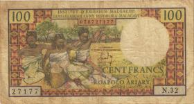 Madagaskar P.57 100 Francs = 20 Ariary (1966) (4)