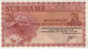 Surinam / Suriname P.117b 2 1/2 Gulden 1967 (1)