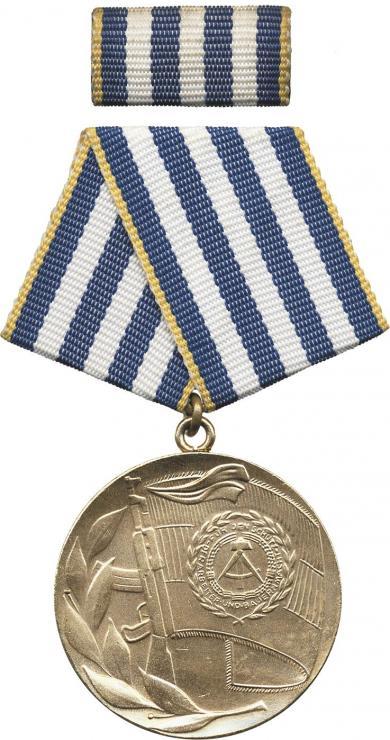 B.0105a Verdienter Angehöriger NVA