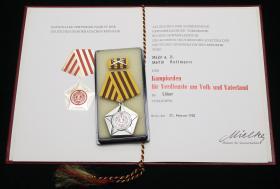 B.0014cU Kampforden - Silber mit Urkunde Mielke