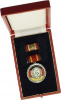 B.0174a Verdienstmedaille der DDR (sog. Stolpe-Orden) emailliert