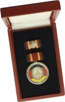 B.0174b Verdienstmedaille der DDR (sog. Stolpe-Orden) lackiert